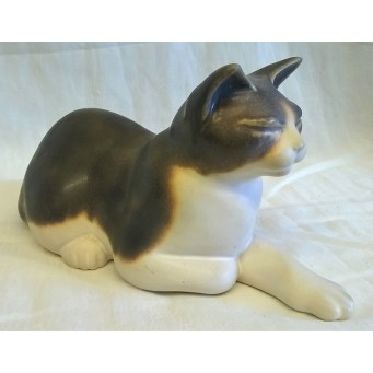 MOORSIDE POTTERY CAT – JB
