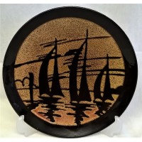 POOLE POTTERY AEGEAN 20cm CHARGER DISH – THREE YACHTS