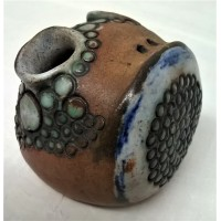GUY SYDENHAM STUDIO POTTERY – PORTLAND ROKKO ART ABSTRACT FROGGY PEBBLE PEOPLE PEN HOLDER
