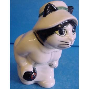 QUAIL CAT FIGURE - LADY BOWLER