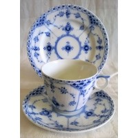 ROYAL COPENHAGEN MUSSELMALET BLUE FLUTED HALF LACE DEMITASSE COFFEE CUP, SAUCER & TEAPLATE TRIO (A)