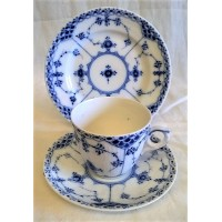 ROYAL COPENHAGEN MUSSELMALET BLUE FLUTED HALF LACE DEMITASSE COFFEE CUP, SAUCER & TEAPLATE TRIO (B)