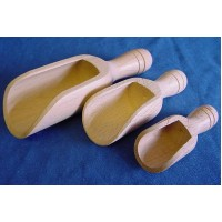 EPPICOTISPAI SET OF 3 GRADUATED SOLID BEECHWOOD SCOOPS